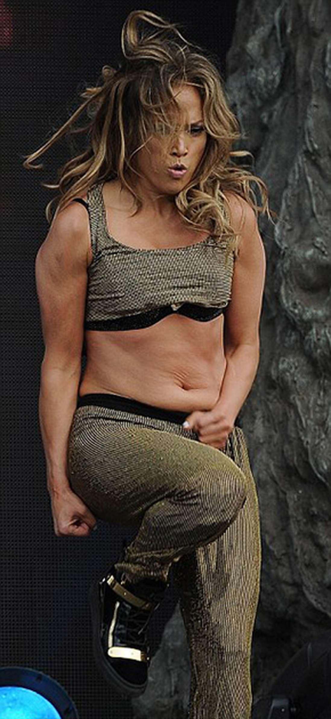 Дженифер лопес исполнилось 45: самые сексуальные фото певицы