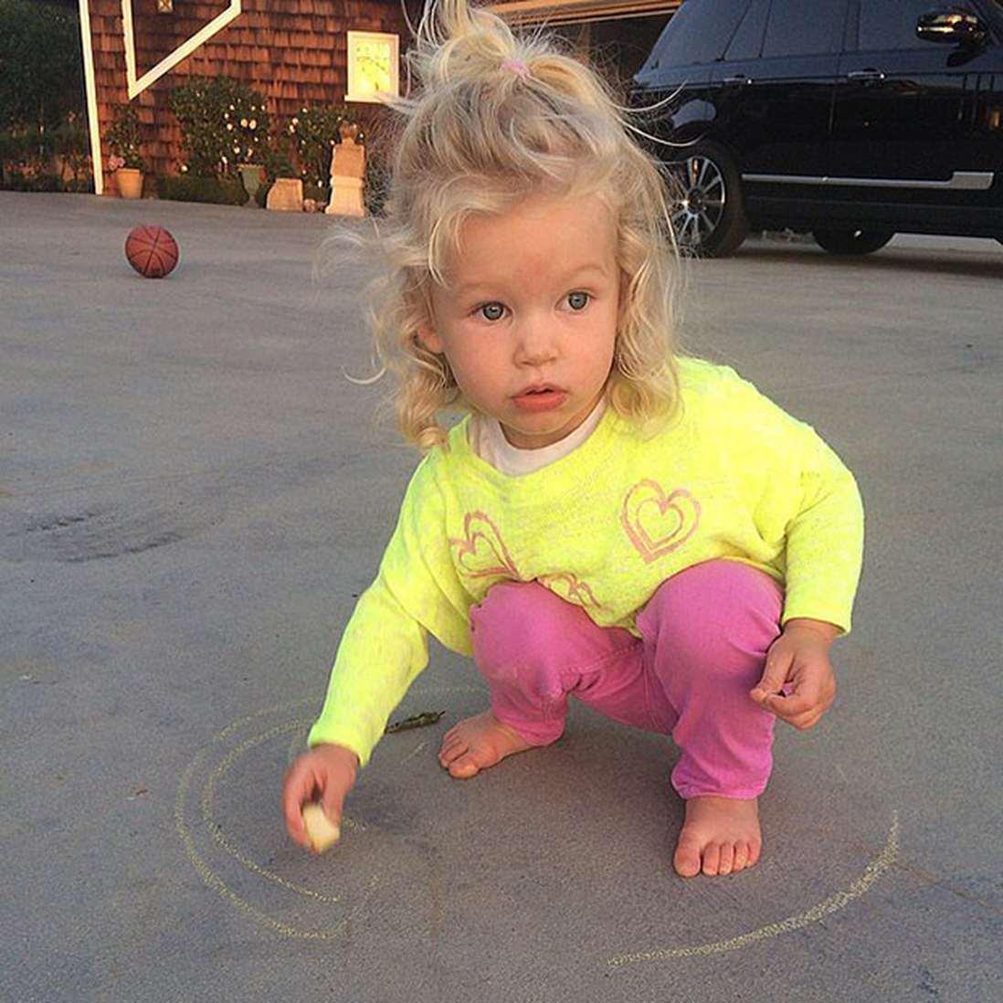 Фото ребенка джессики симпсон