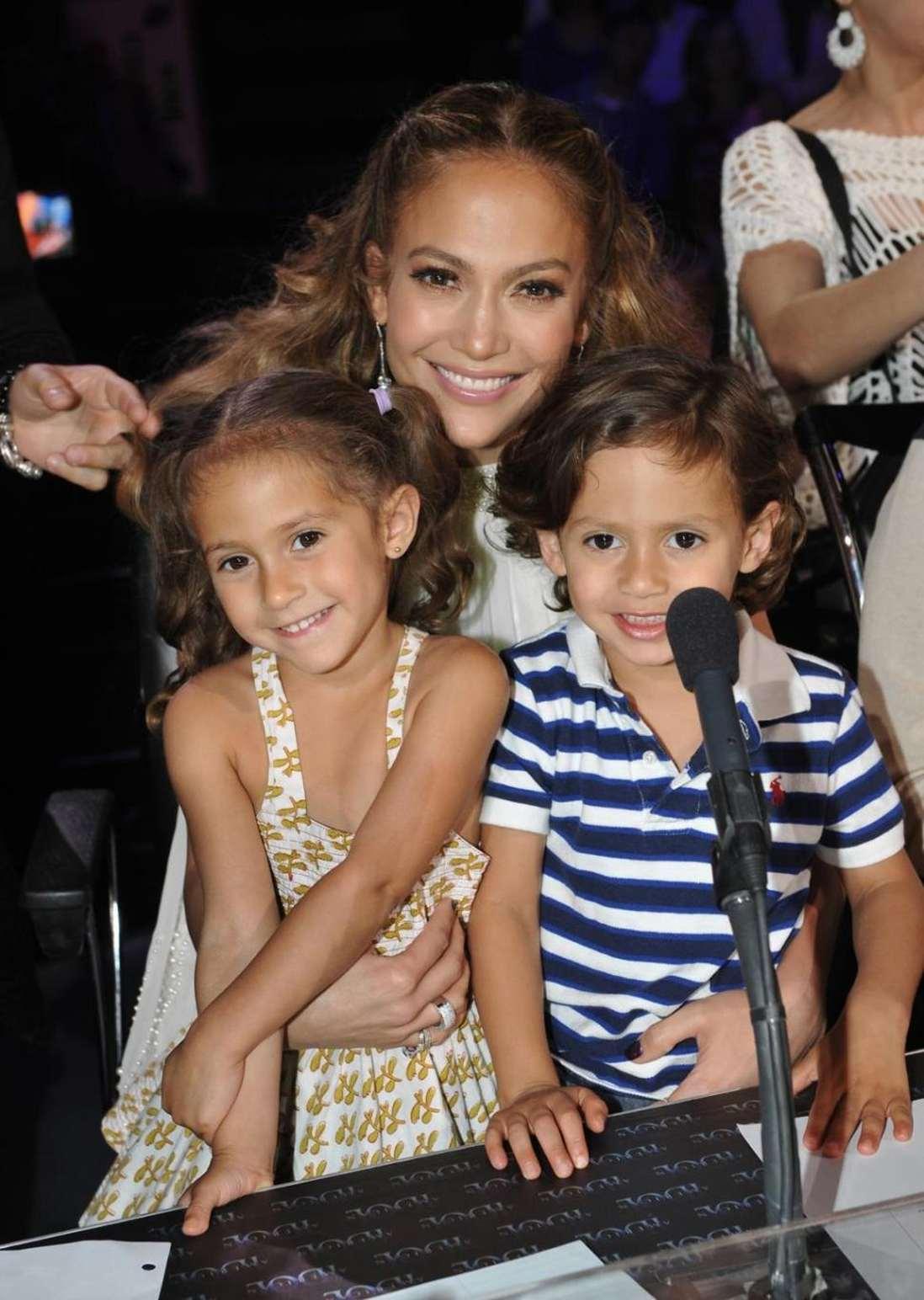 Макси и ее ребенок фото