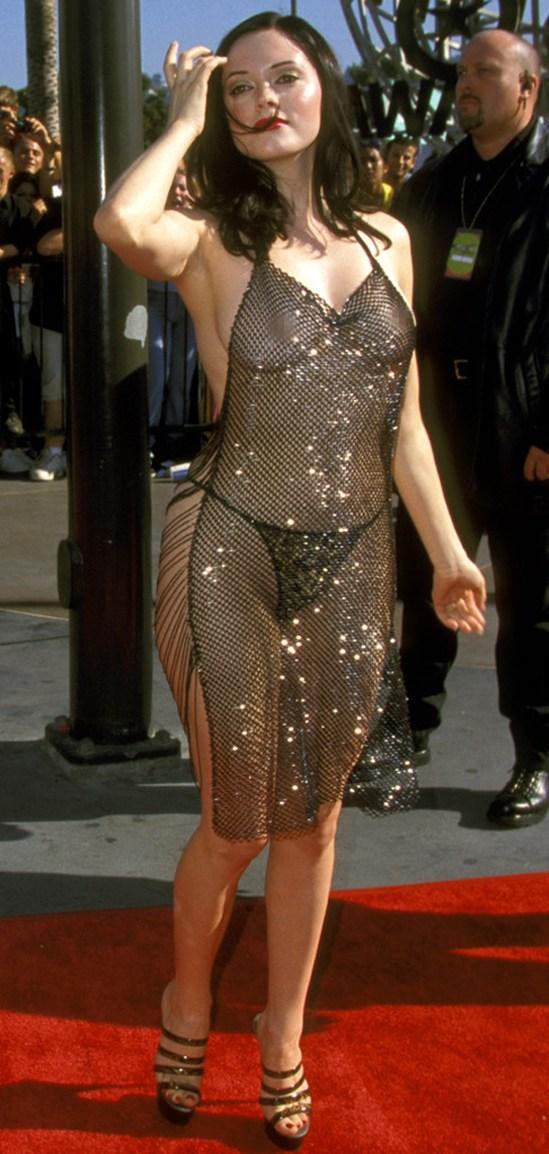 звезды в прозрачных платьях фото крупным планом