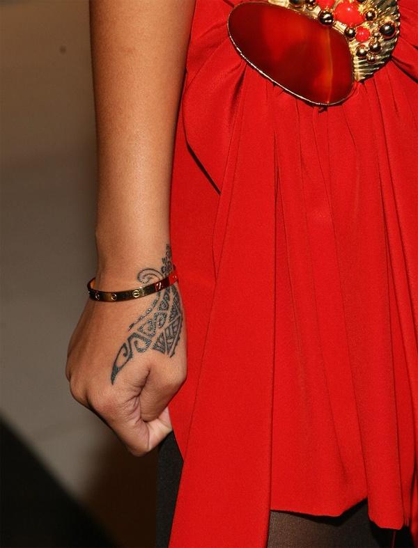 татуировки рианны  и значение