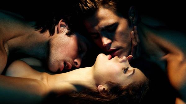 Сексуальные сцены в дневники вампира