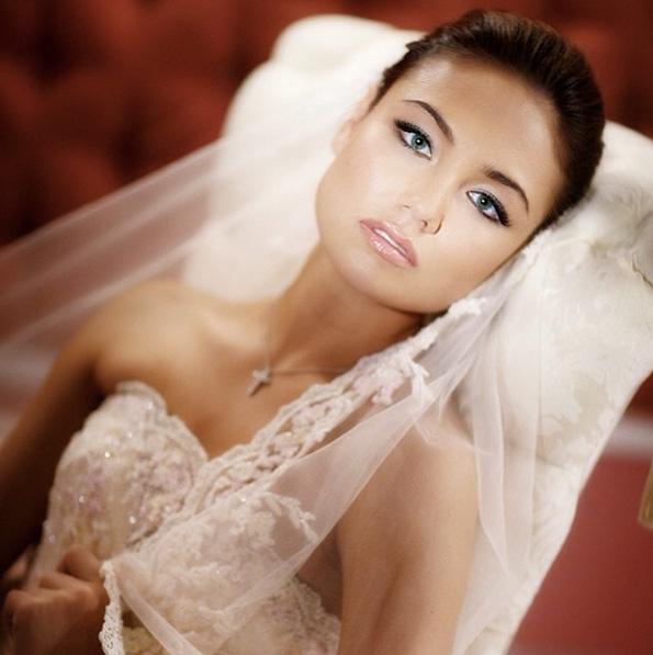 Ляйсан Утяшева сыграла свадьбу с Павлом Волей