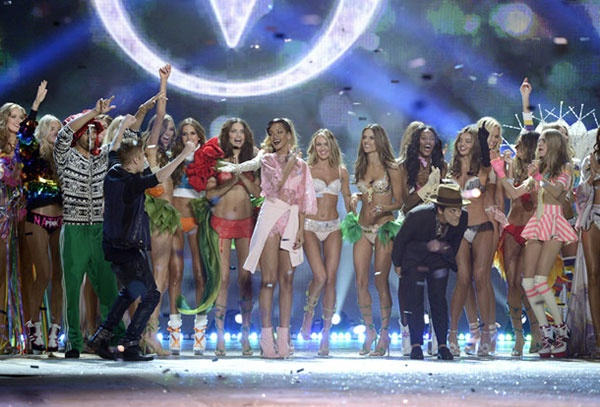 Рианна на Victoria's Secret Fashion Show 2012