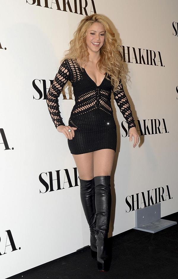 shakira-mini-skirt