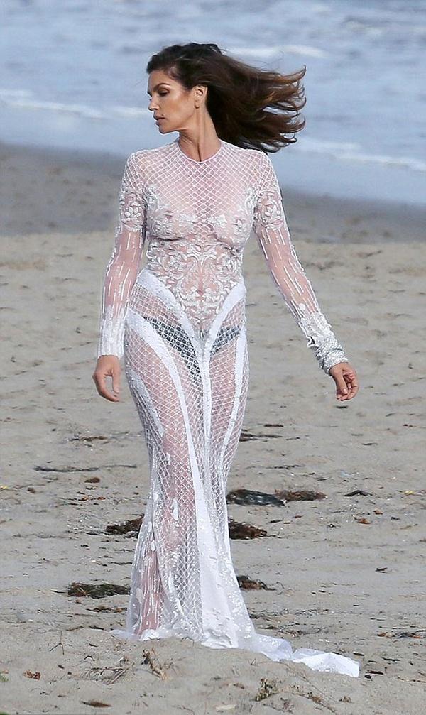 Невеста в прозрачном платье фото
