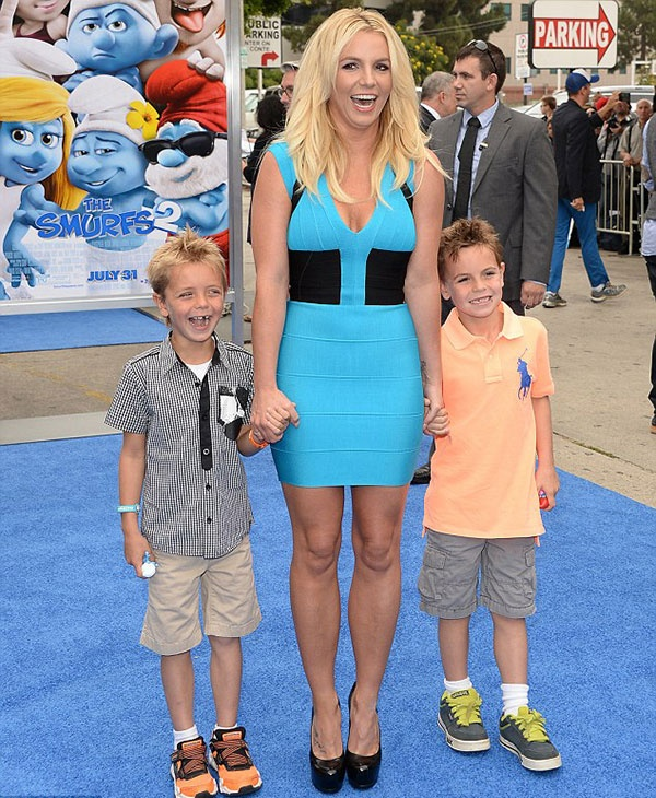 Бритни воспитывает двоих сыновей от